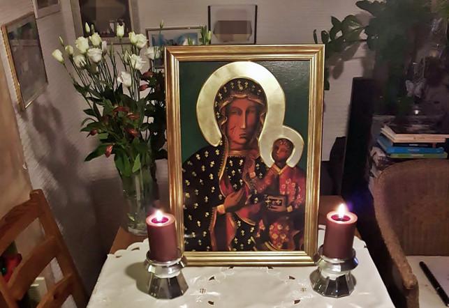 Katolicka akcja w pełni: Matka Boska od mieszkania do mieszkania - Zdjęcie główne