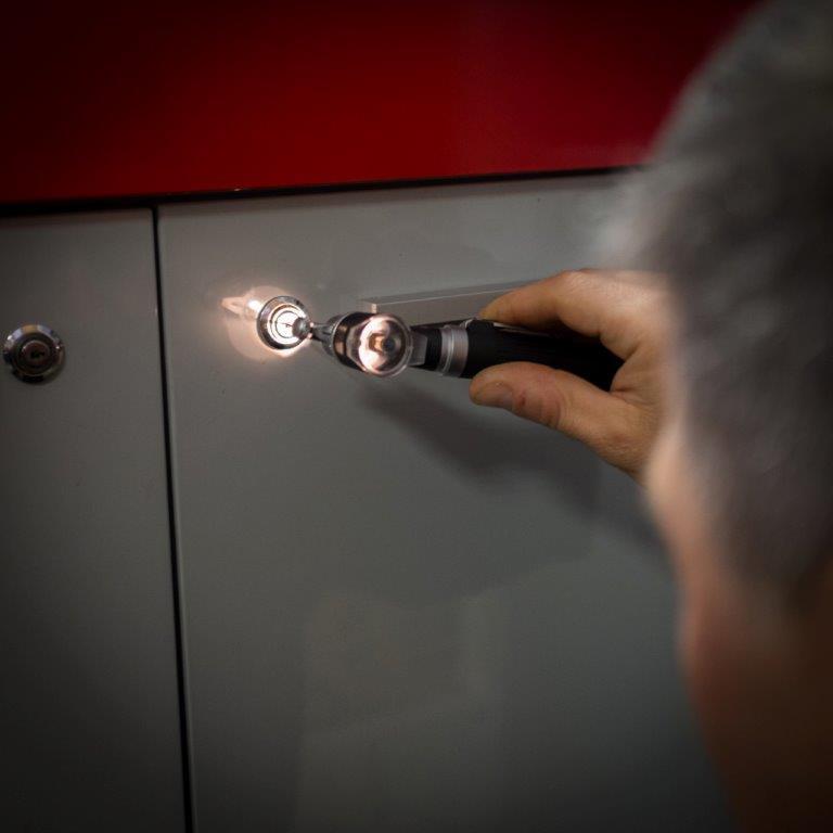 Jak przebiega otwieranie drzwi bez klucza - Zdjęcie główne