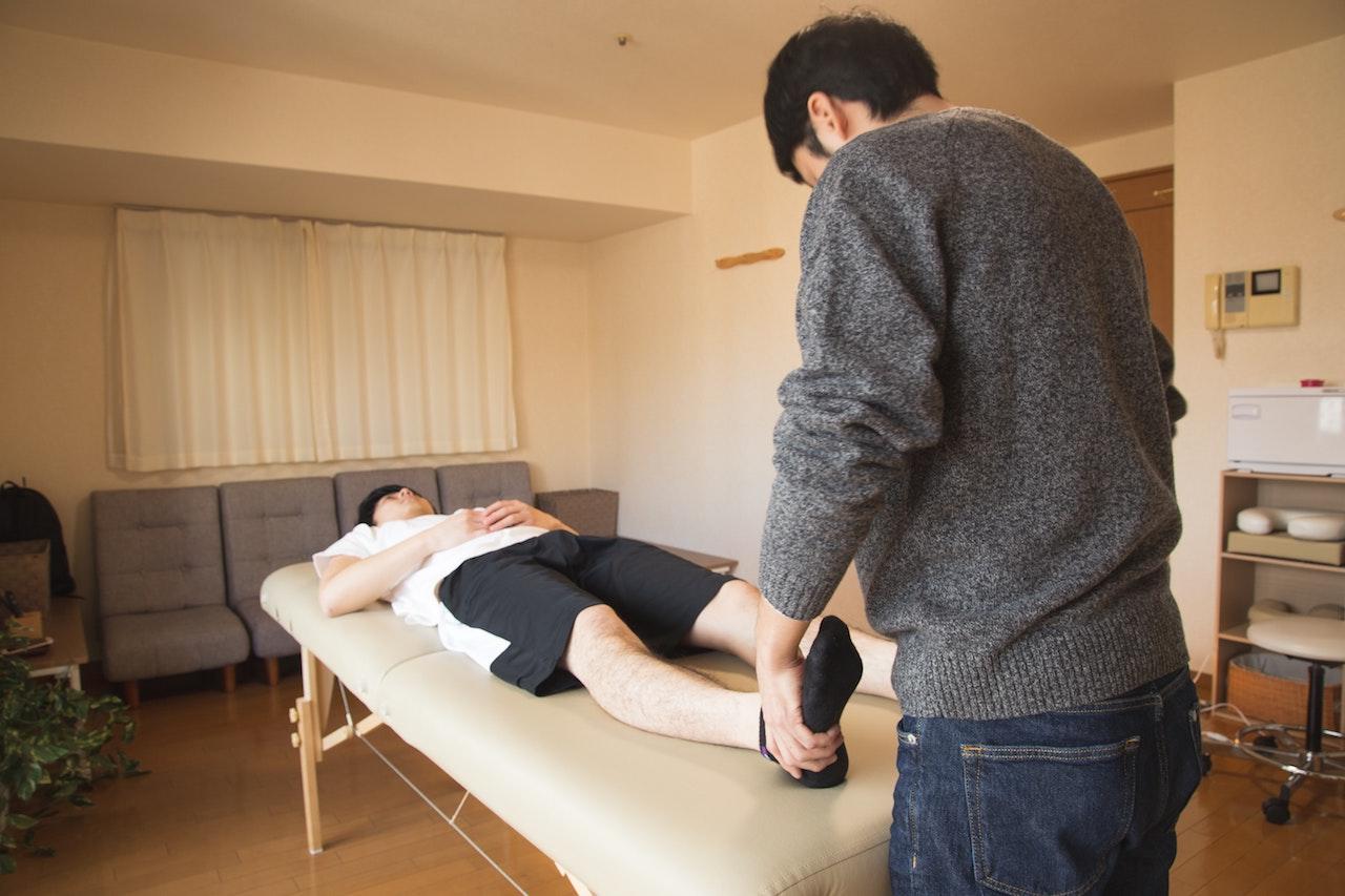 Rehabilitacja domowa – zalety i wady lokalizacji - Zdjęcie główne