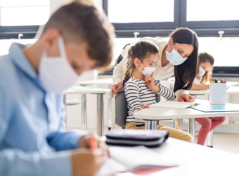 Dzisiaj ruszają zapisy na szczepienia dla nauczycieli. Znamy szczegóły - Zdjęcie główne