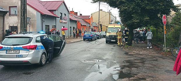 [ZDJĘCIA] Dwie kobiety ranne. Samochód uderzył w drzewo - Zdjęcie główne