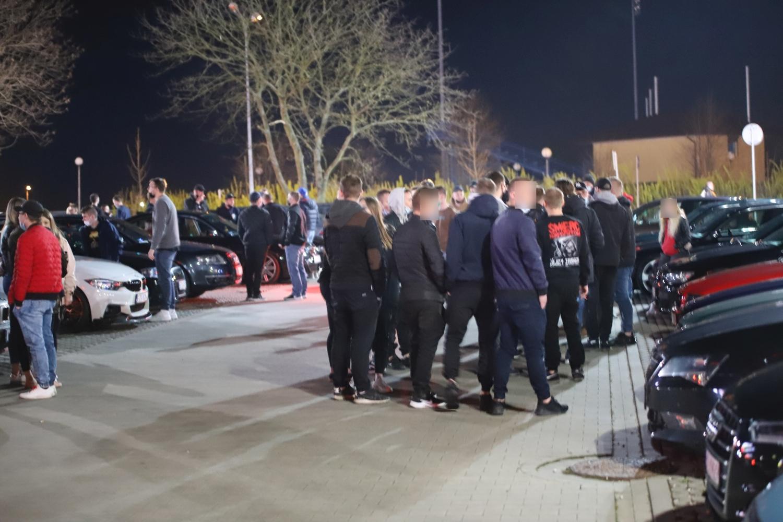 [ZDJĘCIA] Ryk silników, radiowozy i setki osób pod galerią. Trwa Racing Night Kutno - Zdjęcie główne
