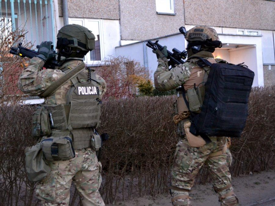 [ZDJĘCIA/WIDEO] Rozbili zorganizowaną grupę przestępczą. Akcja służb w powiecie kutnowskim - Zdjęcie główne