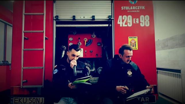 [WIDEO] Strażacy w akcji! Rapują i pomagają - Zdjęcie główne