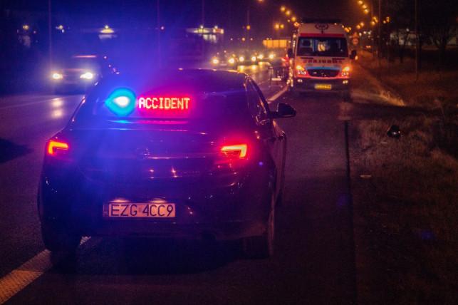 [FOTO, AKTUALIZACJA] Śmiertelny wypadek na Sklęczkowskiej. Zmarł kierowca skutera - Zdjęcie główne