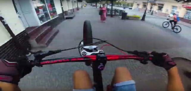 [WIDEO][AKTUALIZACJA] Niebezpieczne zachowania młodych rowerzystów. Sprawę zbada policja - Zdjęcie główne