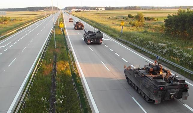 """[FOTO] Armia wjedzie na autostrady! """"Nie róbcie zdjęć, nie nagrywajcie filmów, nie wjeżdżajacie w kolumny"""" - Zdjęcie główne"""