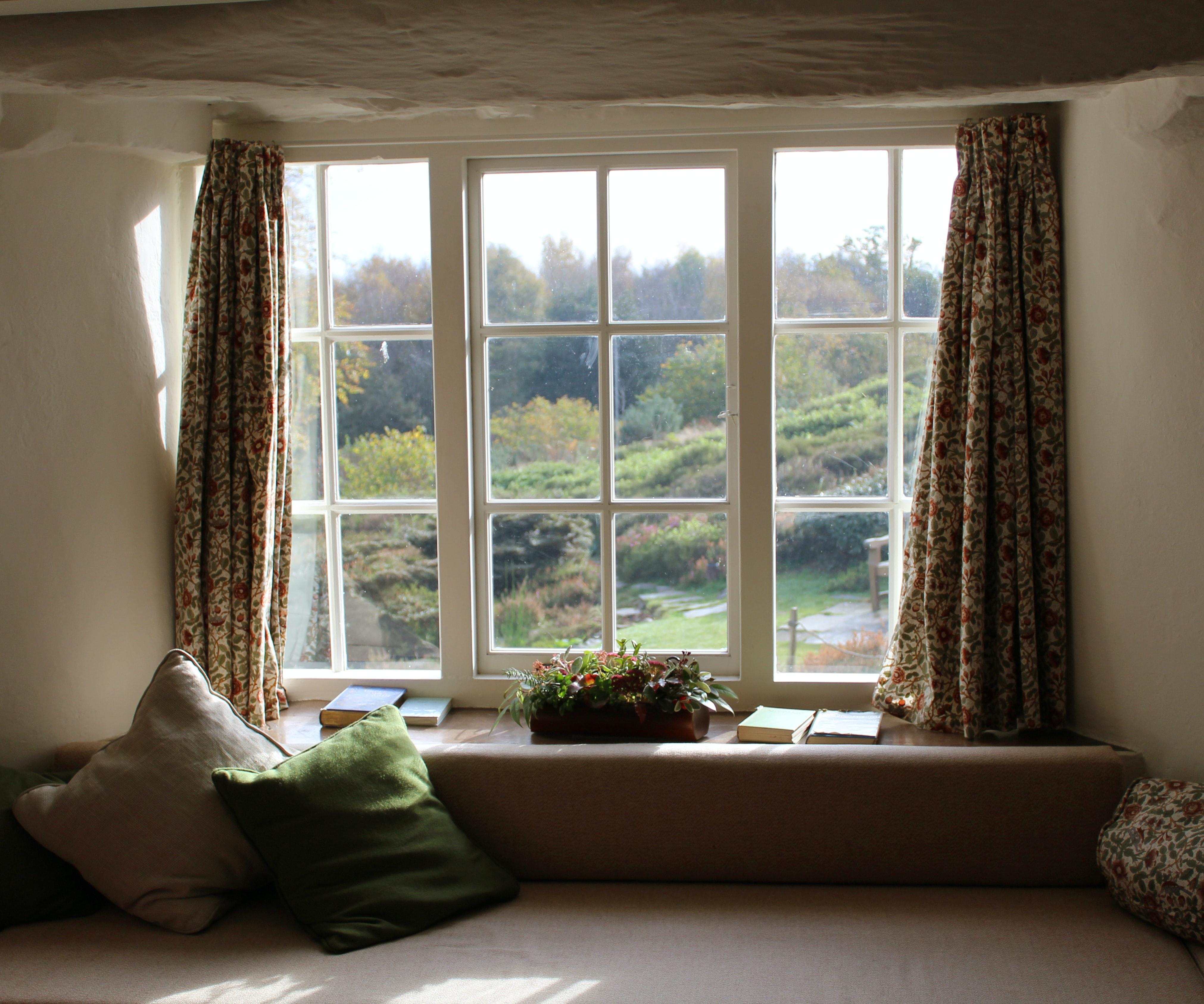 Zasłony czy żaluzje - jak dobrać dekorację okienną do wystroju? - Zdjęcie główne