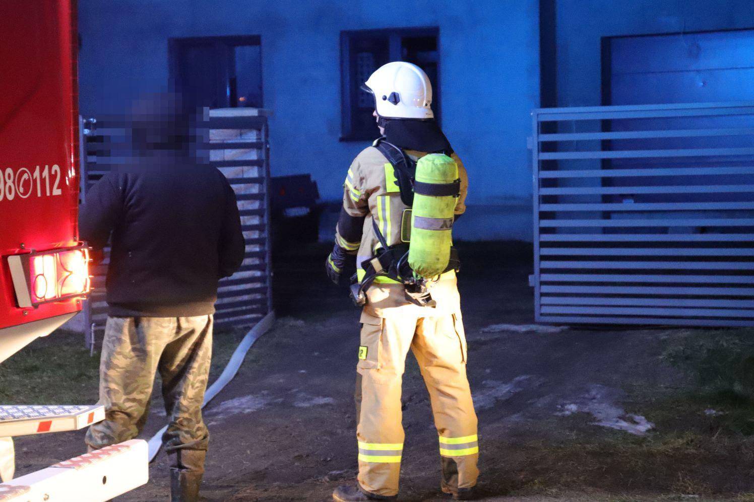 [FOTO] Pożar w domu jednorodzinnym. Jedna osoba poszkodowana - Zdjęcie główne