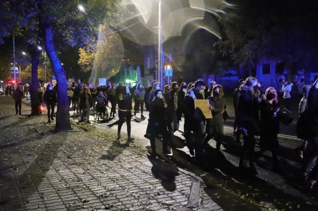 [ZDJĘCIA] Krok od awantury w Kutnie. Kolejny protest ws. aborcji za nami - Zdjęcie główne
