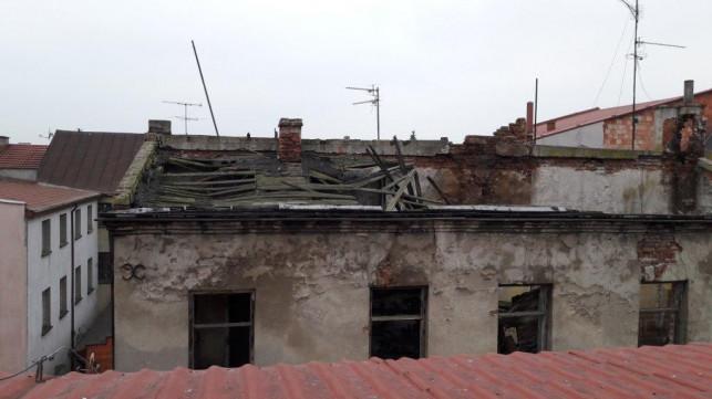 Budynek w centrum grozi zawaleniem, urzędnicy bezradni - Zdjęcie główne