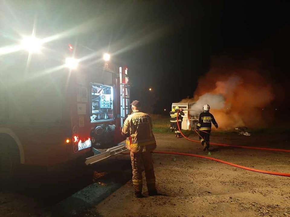 Gorąca noc strażaków. Przy cmentarzu zaatakował podpalacz? [ZDJĘCIA] - Zdjęcie główne