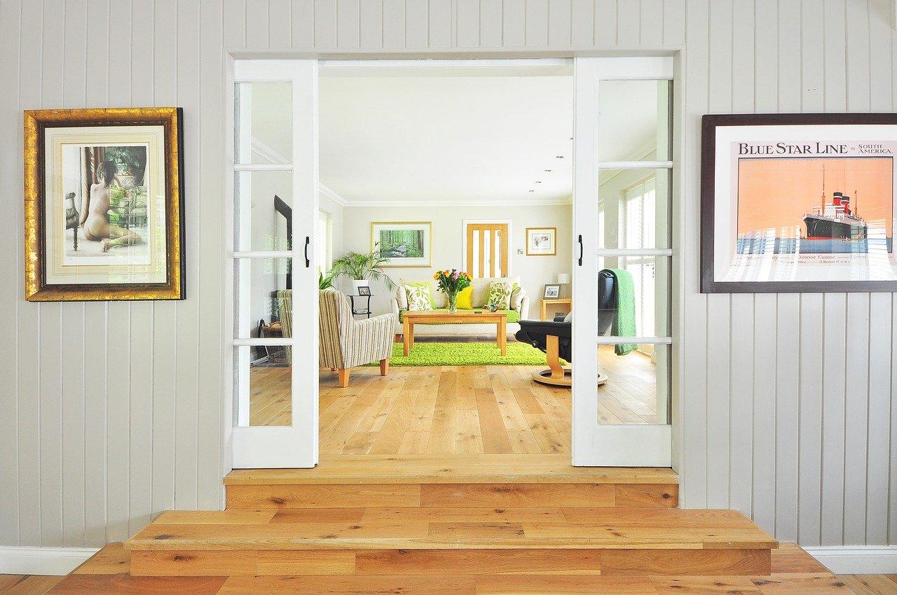 Meble do salonu z drewna – postaw na jakość i niepowtarzalny klimat - Zdjęcie główne