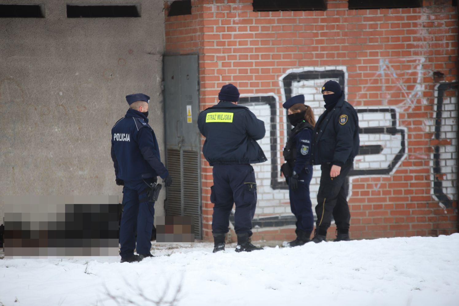 [FOTO] Kutno: Zwłoki mężczyzny w centrum. Na miejscu pracują służby - Zdjęcie główne