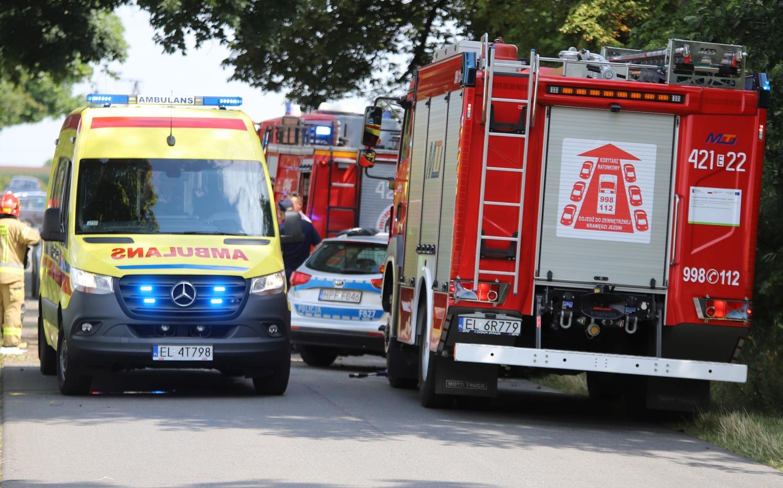 Wypadek na drodze Kutno - Piątek. Lądował śmigłowiec LPR, ruch całkowicie zablokowany - Zdjęcie główne