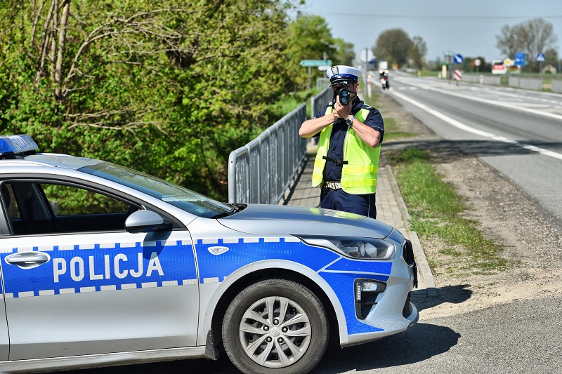 """Kutnowscy policjanci walczą z piratami drogowymi w ostatnie dni wakacji: """"Nie będziemy stosować taryfy ulgowej"""" - Zdjęcie główne"""