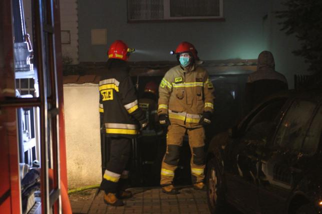[ZDJĘCIA] Pożar w domu. Kłęby dymu na Dybowie, straż w akcji - Zdjęcie główne