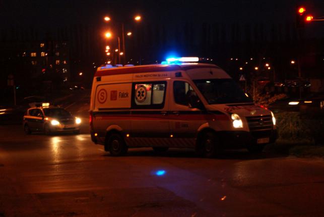 Potrącenie na Jana Pawła II. Mężczyzna trafił do szpitala - Zdjęcie główne