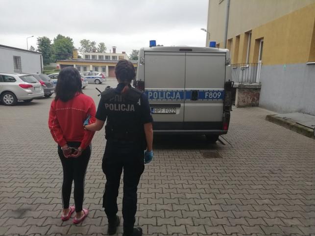 [FOTO] Policja zatrzymuje małżeństwo. Chodzi o narkotyki i... - Zdjęcie główne