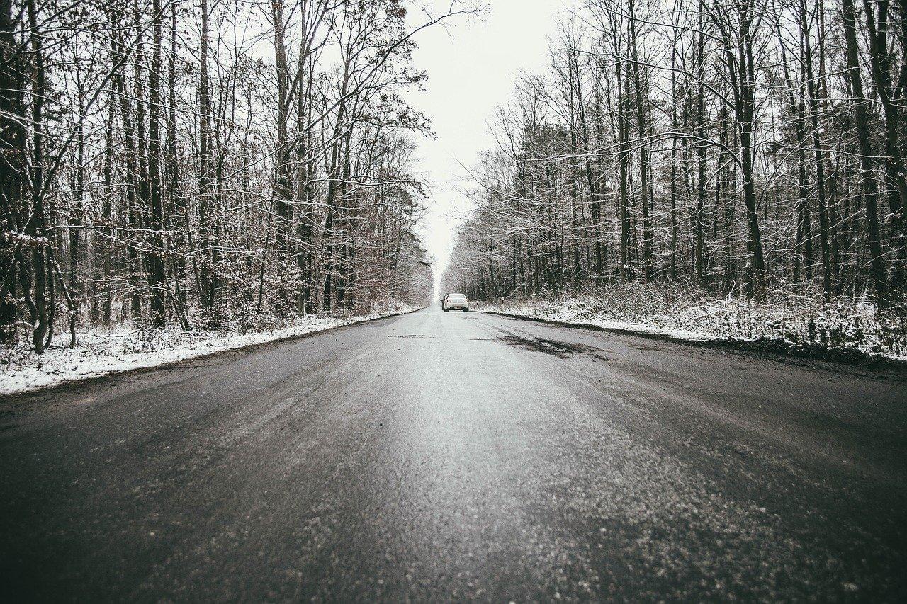 Na drogach może być niebezpiecznie. Synoptycy ostrzegają mieszkańców powiatu kutnowskiego - Zdjęcie główne