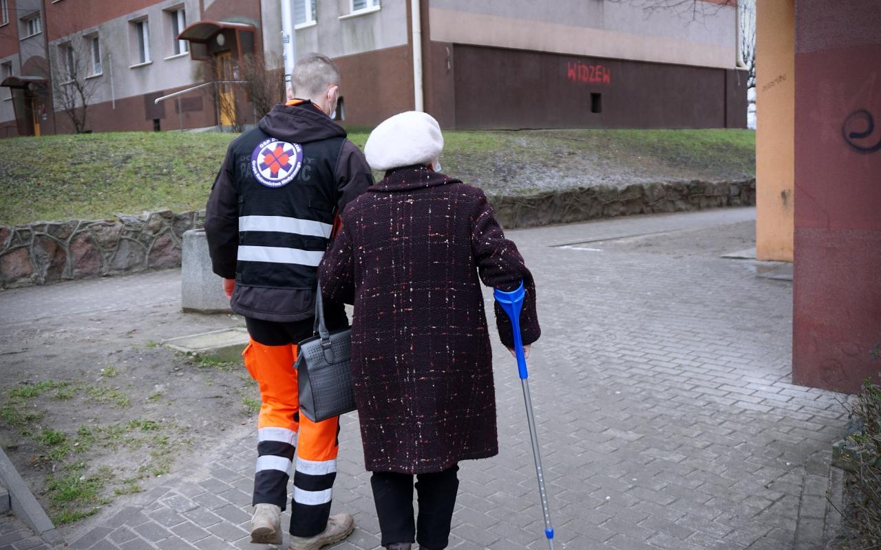 [ZDJĘCIA] Urząd Miasta nadal pomaga w transporcie na szczepienia przeciwko COVID-19 - Zdjęcie główne