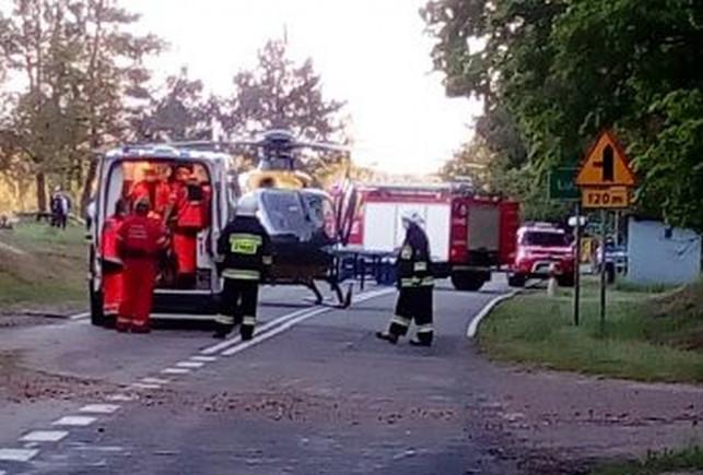 Śmiertelny wypadek! Samochód wbił się w drzewa, nie żyje kierowca, pasażerka w szpitalu - Zdjęcie główne