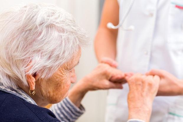 Stuletnich kobiet znacznie więcej niż mężczyzn. Ile lat ma najstarsza mieszkanka naszego regionu? - Zdjęcie główne