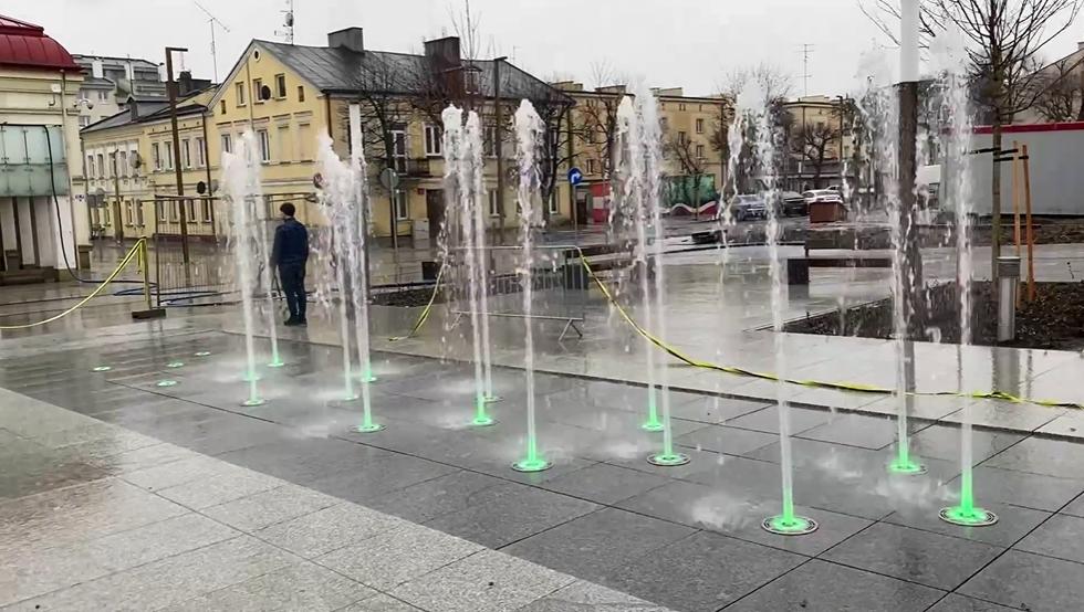 [WIDEO] Nowe fontanny w centrum Kutna przeszły pierwszą próbę! Zobacz, jak się prezentują - Zdjęcie główne
