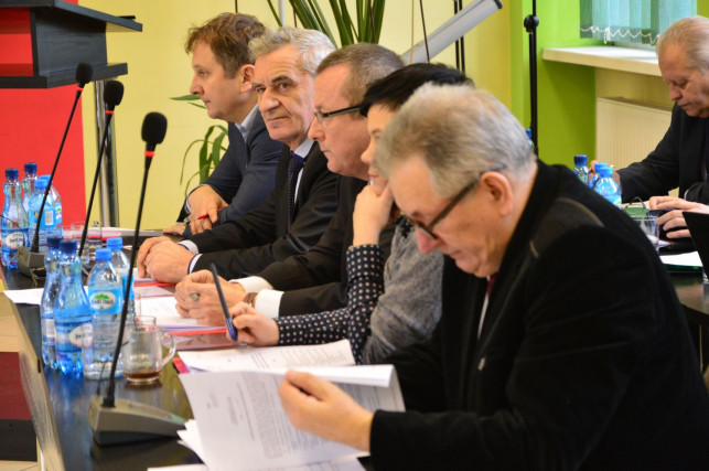 Sesja powiatowa: radni dyskutowali o budżecie - Zdjęcie główne