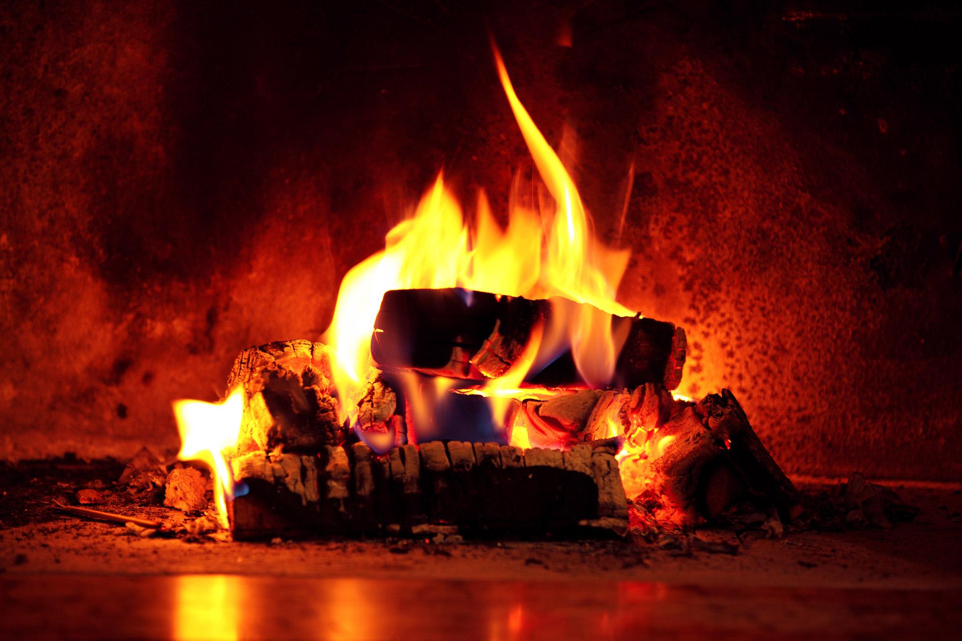 Jak wybrać odpowiedni kominek na drewno? - Zdjęcie główne