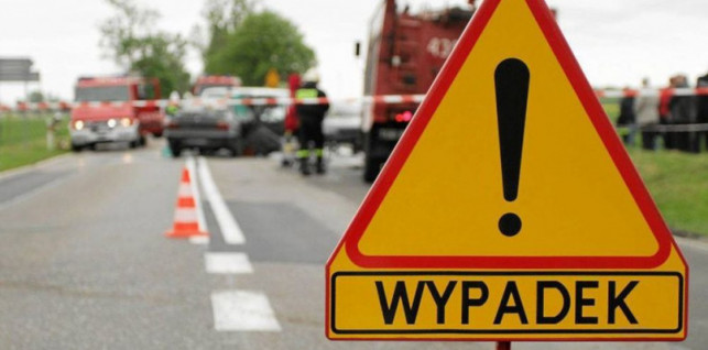 Śmigłowiec LPR w akcji: wypadek z udziałem busa. Jechało nim 12 osób - Zdjęcie główne