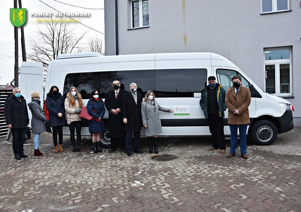 Wyjątkowy dzień dla gminy Krośniewice. Przekazano nowoczesny bus - Zdjęcie główne