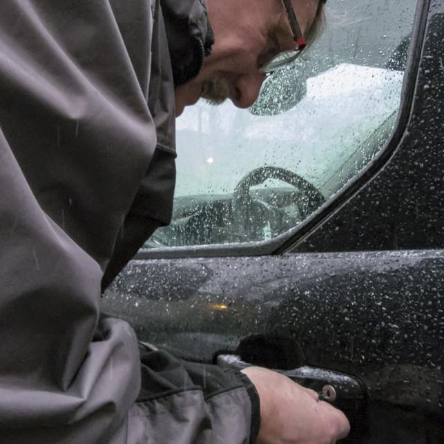 Kiedy zatrzaśniesz kluczyki w aucie – umów Awaryjne otwieranie samochodu - Zdjęcie główne
