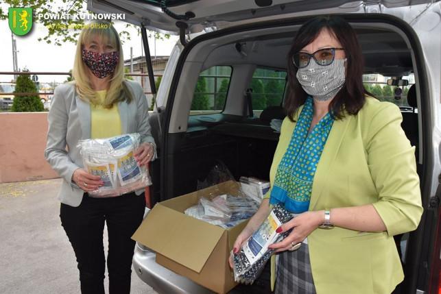 [FOTO] Pomoc dla DPS-ów z naszego powiatu! Trafi tam kilka tysięcy maseczek - Zdjęcie główne