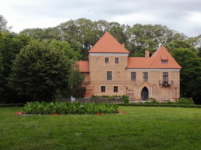 Starostwo będzie walczyć o zamek w Oporowie - Zdjęcie główne