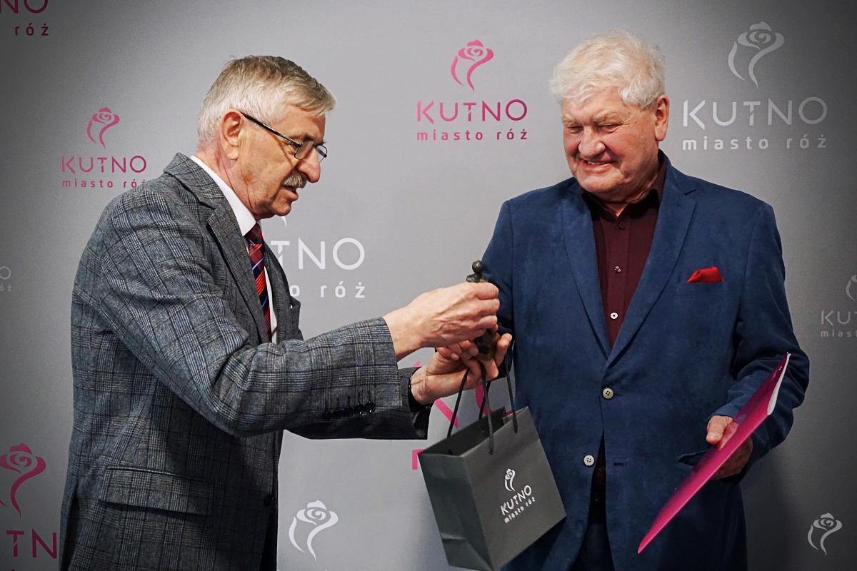 """Prezydent Kutna uhonorwał Witolda Malinowskiego. """"Pomógł setkom kobiet"""" [ZDJĘCIA] - Zdjęcie główne"""