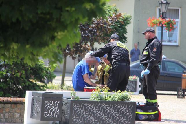 [ZDJĘCIA] Ranny mężczyzna w centrum! Strażacy ruszyli z pomocą - Zdjęcie główne