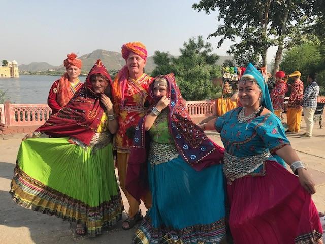 Prosto z Indii - Zespół Pieśni i Tańca Ziemi Kutnowskiej  - Zdjęcie główne