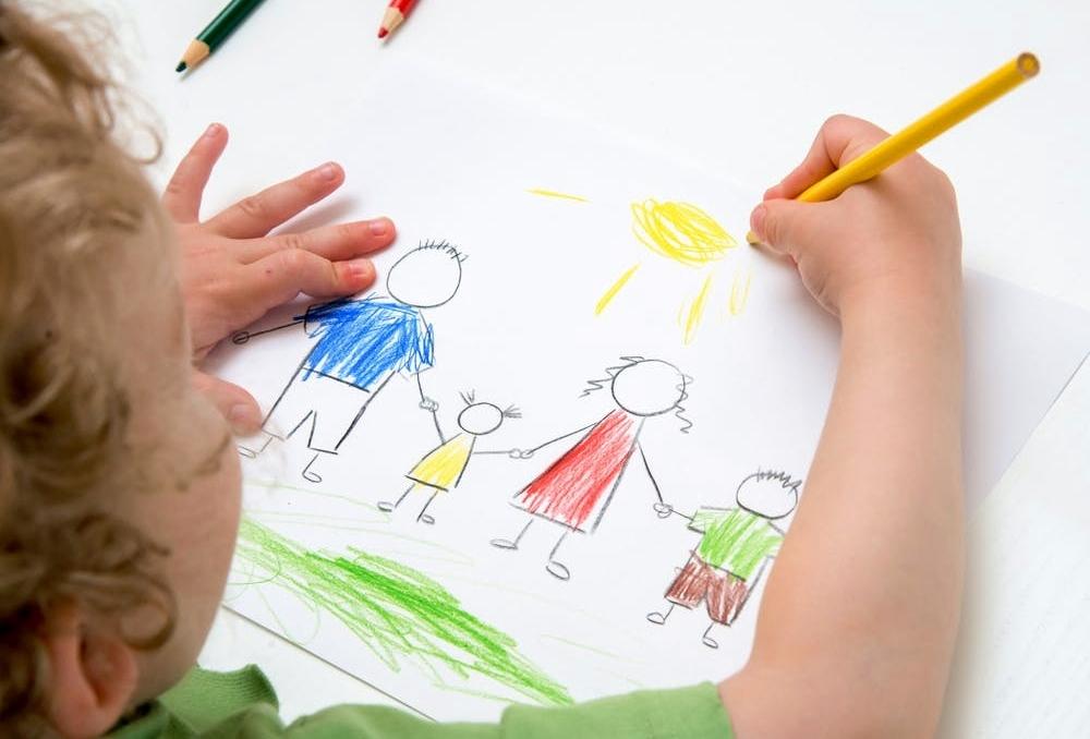 [KONKURS] Mali artyści - kredki w dłoń! Narysujcie swoich najbliższych i zgarnijcie super nagrody! - Zdjęcie główne