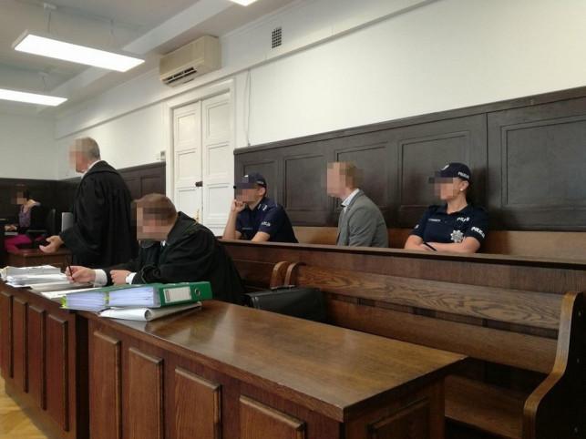 Były policjant na ławie oskarżonych. Odbyło się już 8 rozpraw - Zdjęcie główne