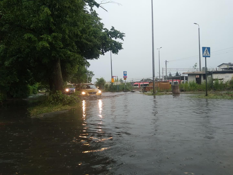 Przez powiat kutnowski przeszła nawałnica. Zalane ulice, powalone drzewa [ZDJĘCIA/WIDEO] - Zdjęcie główne