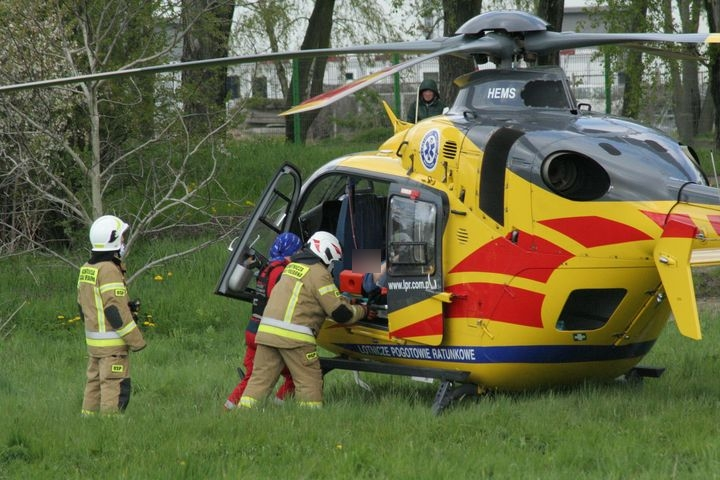[ZDJĘCIA] W Kutnie lądował śmigłowiec LPR. Przybył na pomoc ciężko rannemu mężczyźnie - Zdjęcie główne