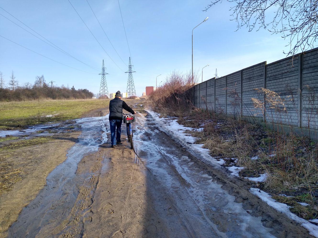 """[FOTO] W Kutnie powstanie nowa ulica? """"Mieszkańcy mogliby się sprzeciwić"""" - Zdjęcie główne"""