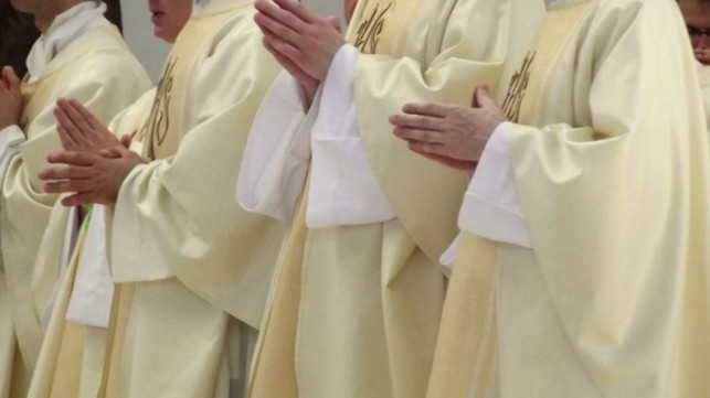 Emerytury księży wzrosły bardziej niż pozostałych Polaków. MSWiA opublikowało dokumenty - Zdjęcie główne
