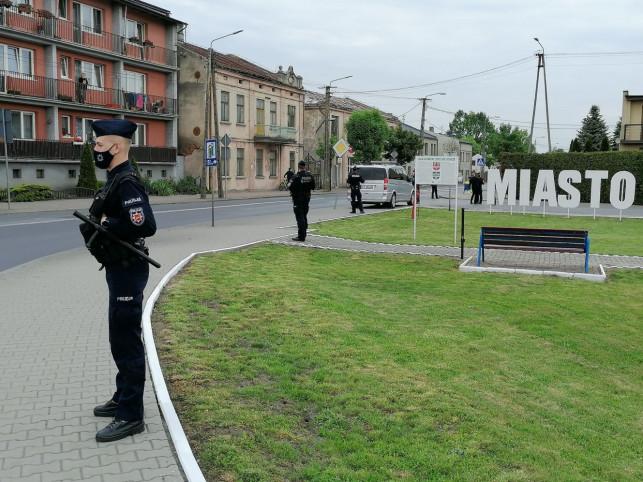 [WIDEO NA ŻYWO/ZDJĘCIA] Pełno policji, tłumy mieszkańców. Andrzej Duda odwiedza region - Zdjęcie główne