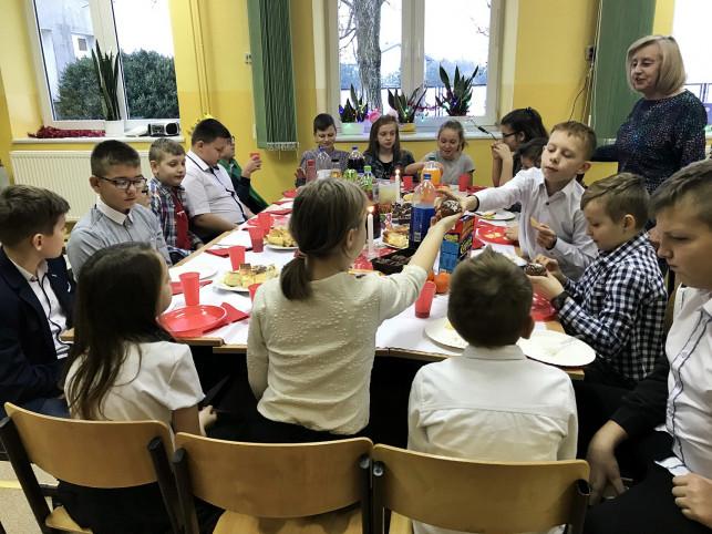 Jasełka uczniów SP we Wroczynach  - Zdjęcie główne