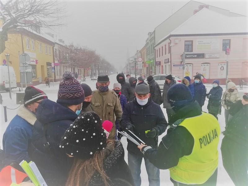 [FOTO] Policja w trosce o bezpieczeństwo. W ręce mieszkańców Kutna trafiły... - Zdjęcie główne