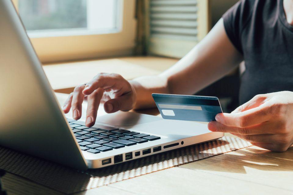 Liczba oszustw internetowych rośnie na potęgę! Przestępcy podszywają się m.in. pod banki i KNF - Zdjęcie główne