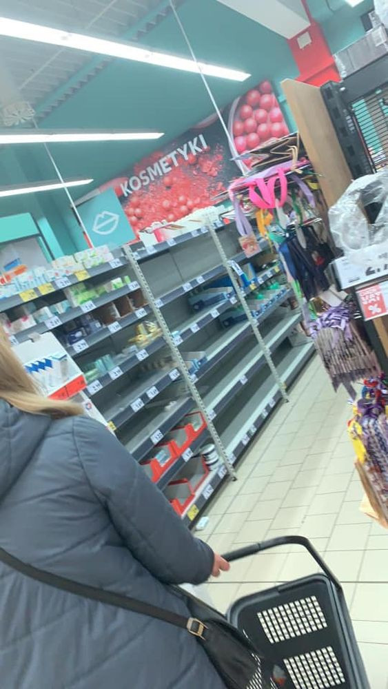 [FOTO] Półki zaczynają świecić pustkami. Kutno wpadło w panikę? - Zdjęcie główne