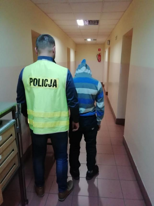 Przestępcy coraz młodsi. Policja zatrzymała... 14-latka i jego znajomych. Usłyszeli trzy zarzuty - Zdjęcie główne